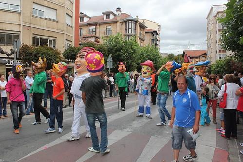 Cabezudos en Reinosa Fiestas San Mateo 2012 durante el desfile de carrozas