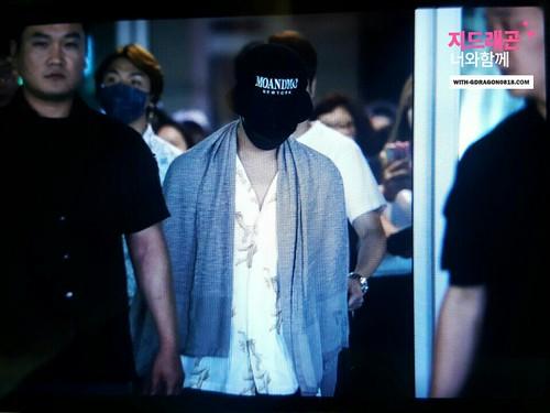 GD YB Dae arrival Seoul 2016-06-13 (25)