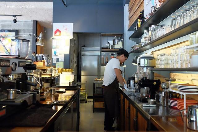 29713899602 2707ec469d z - 小葛廚房 Glady's Kitchen:優質空間的早午餐店,餐點以手作漢堡為主,鄰近水湳市場和美國學校