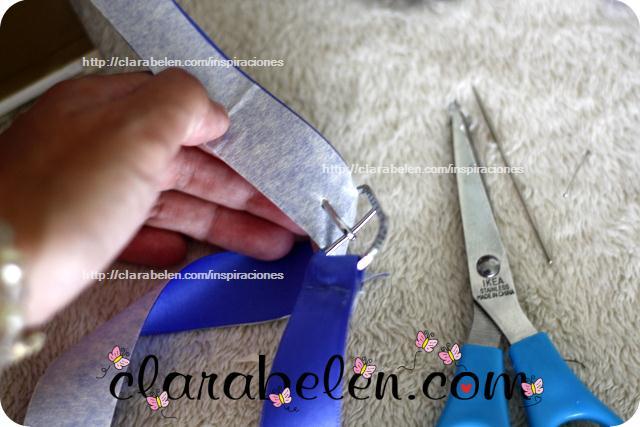 Cinturón con lazo, papel plata y cinta adhesiva