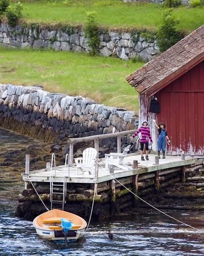 206 Niñas desde ferry Gudvangen-Kaupanger