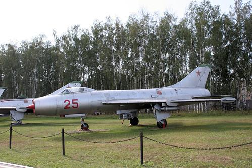 Sukhoi Su-7B 25 red