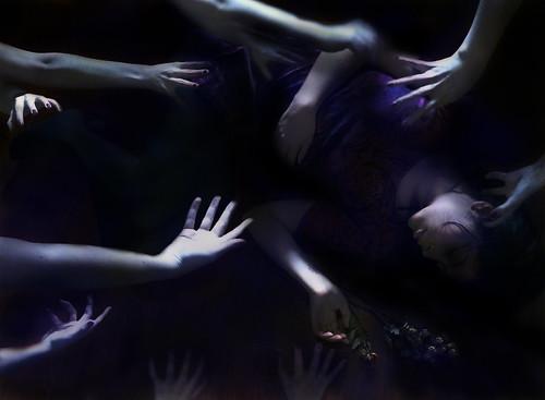 無料写真素材, 人物, 女性, ボディーパーツ  手, 女性  横たわる・寝転ぶ
