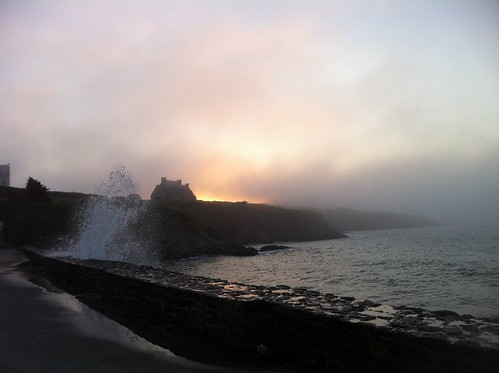 Saint Lunaire - High tide and mist. by despod