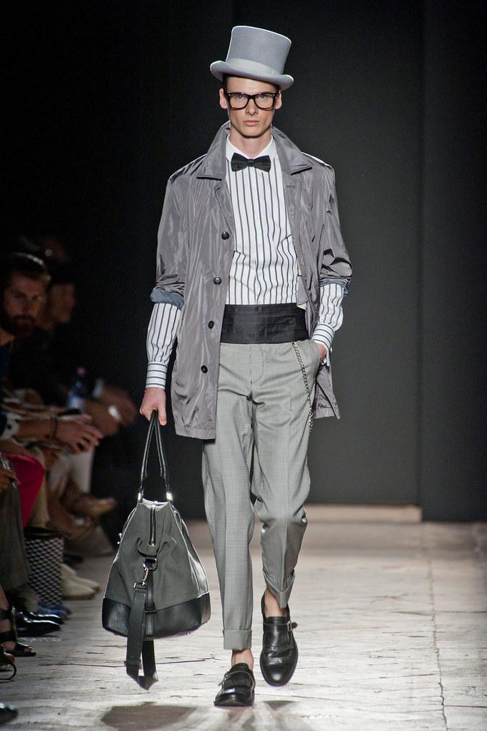 Angus Low3058_SS13 Milan Daks(fashionising.com)
