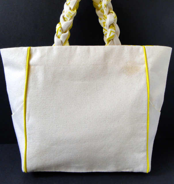 36 Piped + Pocketed Tote