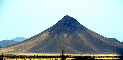 nikon coolpix p520 kingdomofsaudiarabia ksa nature outdoor closeup green yellow blue brown white black mountain sky