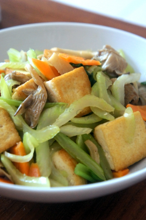 Babe in the City - KL: Vegetarian Thursday: Stir-Fried Celery and Tofu