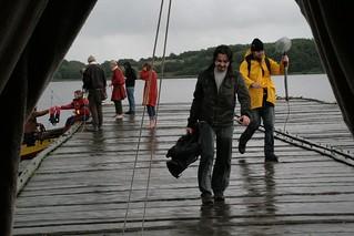 Rahseglertreffen Vorbereitungen - Sat.1 Fernsehteam auf der Landebrücke unten am Hafen von Haithabu - Museumsfreifläche Wikinger Museum Haithabu WHH 12-07-2012