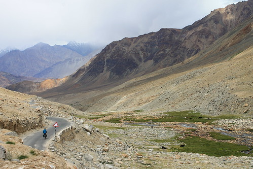 Descending from the Khardung La