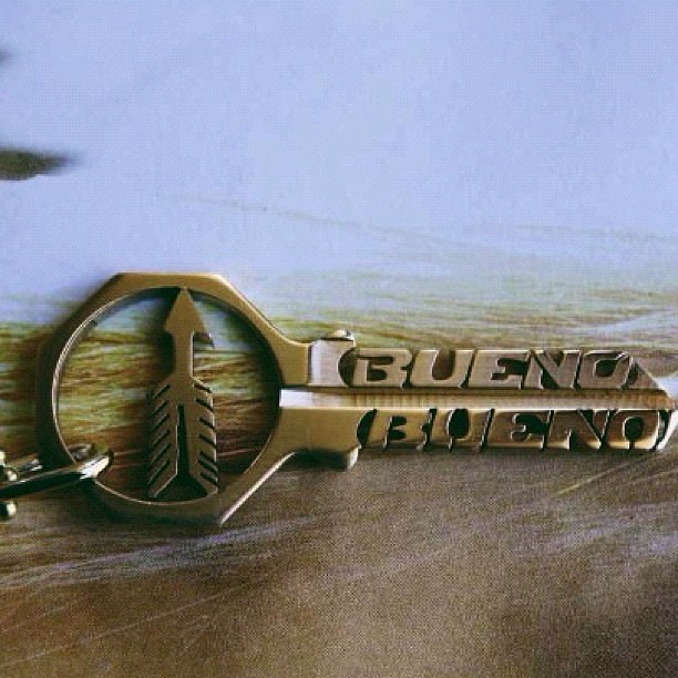 #buenobueno #arrow #keynecklace