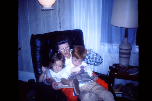 Gma Reading to Terry and Nicki-009-FamilyPhotos-{Date (YYMMDD)»}.jpg