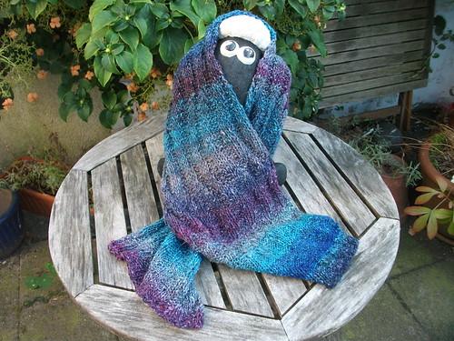 Wavy aus der Knitty.com von Winter 2004 erscheint mir das optimale ...