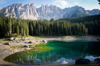 ドロマイト山脈とカレッツァ湖