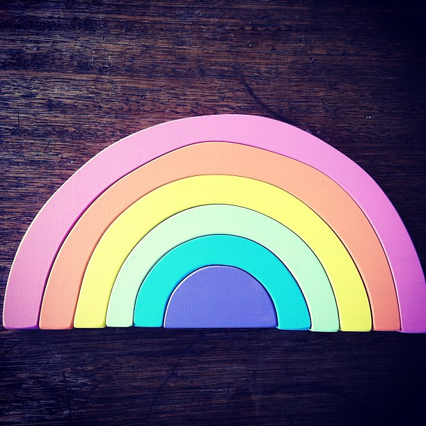 Beautiful, soft pastel wooden rainbows for spring #spring #rainbows #spiralgarden