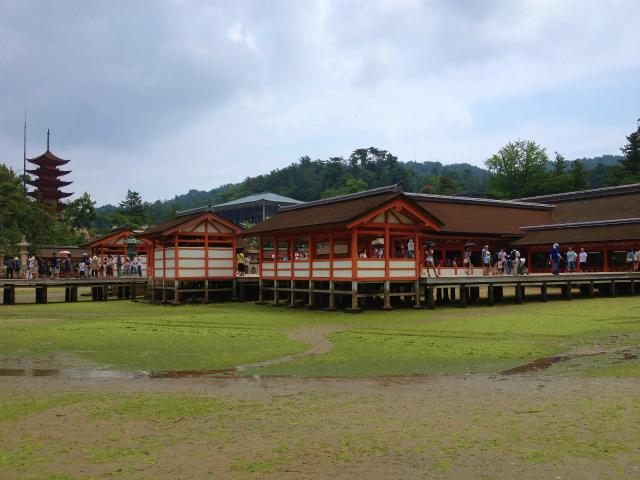 厳島神社の右側