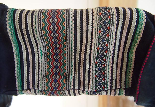 P8152662 1d Black Hmong outfit, Vietnam
