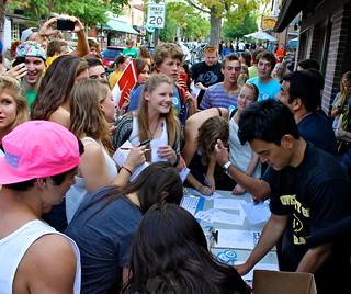 Boulder crowd