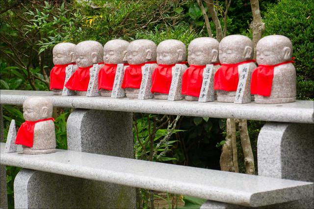 Pequeños Jizo en un templo de Matsushima, Sendai