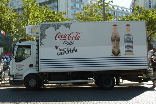 Paris Ad Truck van pub Coca Cola by descartes.marco