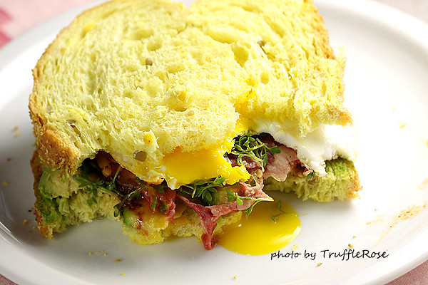 麵包隨意吃。烤肋眼牛肉片搭酪梨和庭園水芹-1209