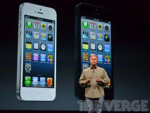 iPhone 5 в белом и черном