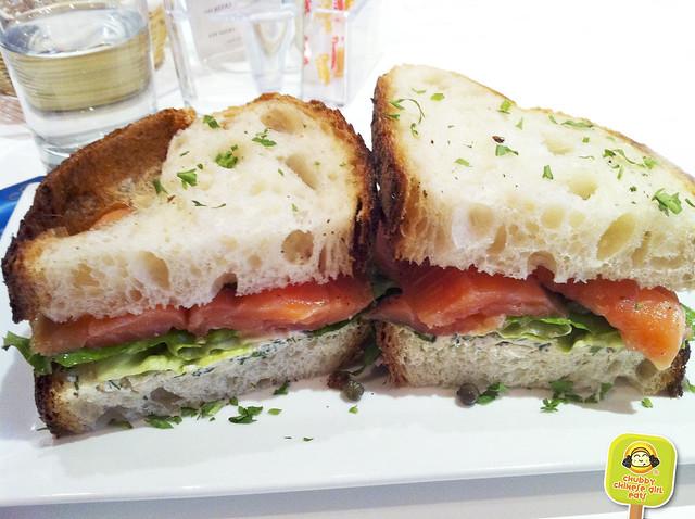 macaron cafe sandwich