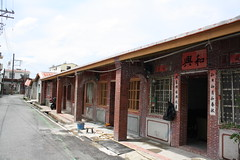 五溝村位在大武山腳下,當地保留許多傳統客家伙房,門牌上雖然寫著五溝村,但居民習慣稱自己的家鄉「五溝水」