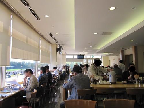 京都競馬場のレストラン花家の内部