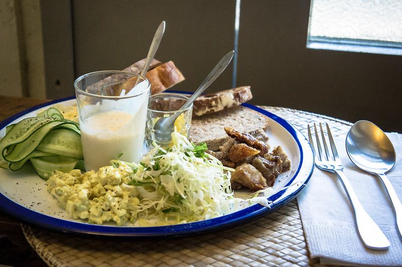 麵包和黃瓜很棒,但整體餐點特色仍嫌不足