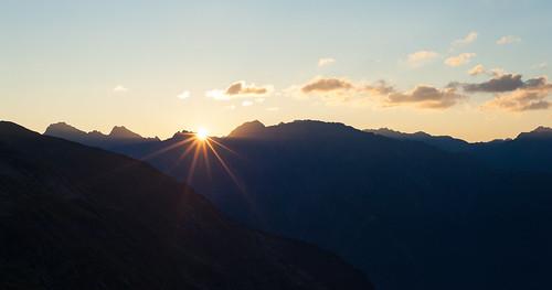 morning light sun sunlight mountains slr sunrise licht tirol österreich nikon warm europa hiking hütte berge mgm sonne sonnenaufgang morgen sonnenstrahl wandern ötztal morgensonne travelphotography reisefotografie östen erlangerhütte