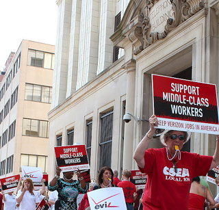 In Albany, CWA and IBEW members take on Verizon.