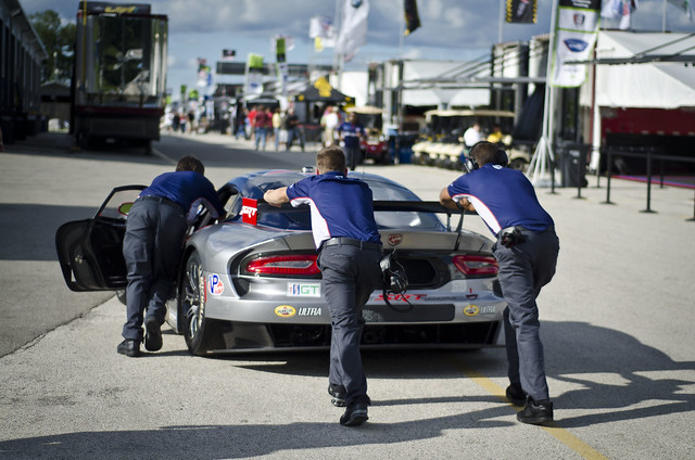 SRT Viper getting a push through the paddock