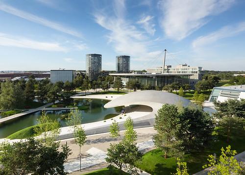 Павильон Porsche в Вольфсбурге создали архитекторы HENN