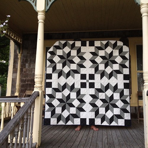 My carpenter's wheel quilt, all finished