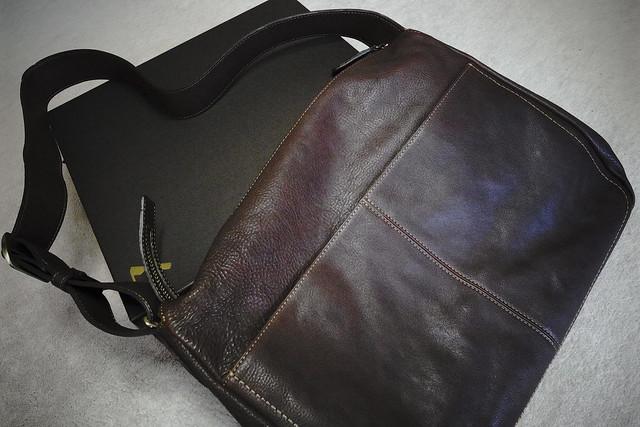 神戸の土屋鞄製造所さんで鞄を買う。