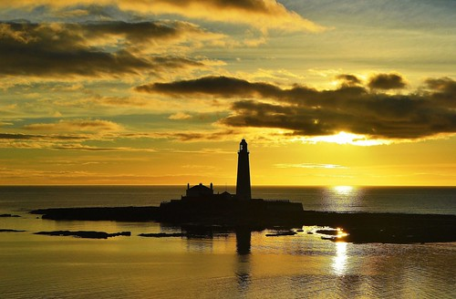 Sunrise at St Marys Lighthouse