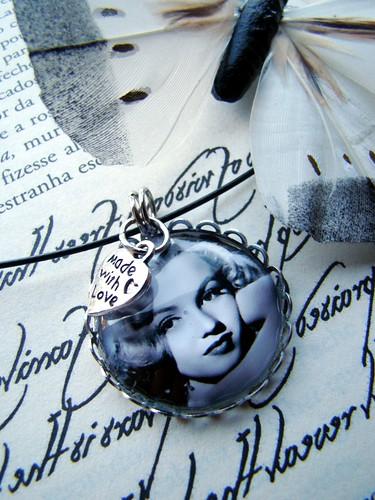 Colar Marilyn Monroe by kideias - Artesanato