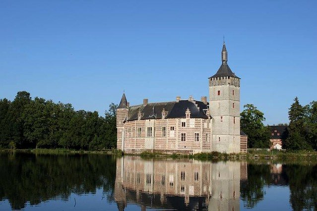 Horst Castle and mirror image in water