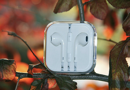 Apple iPhone 5 EarPods Review