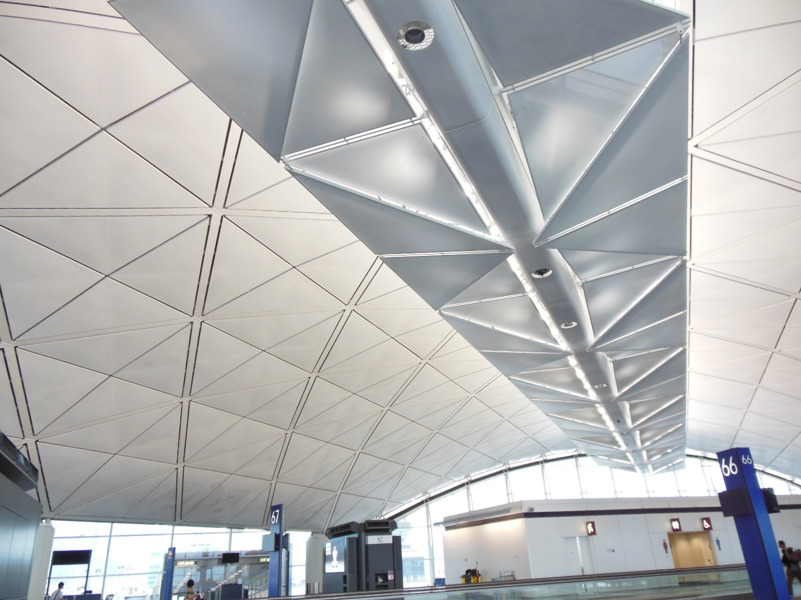 How to spend a long transit time at Hong Kong International Airport (HKIA)