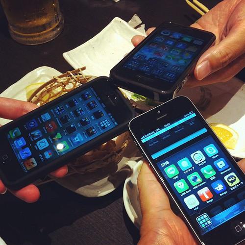 「iPhone 5」三台揃い踏みなう