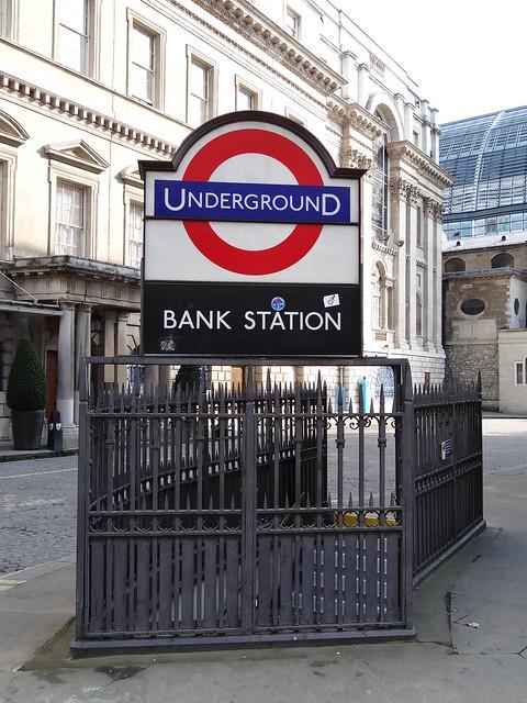 32 - Bank Station