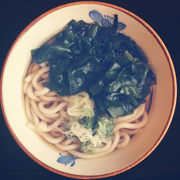 soba + seaweed. #lunch #japan #noodles