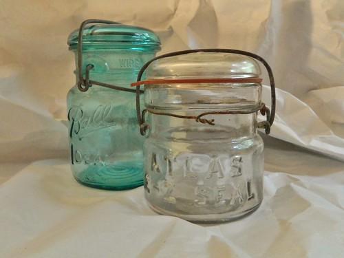 bail lid canning jars via homeologymodernvintage.com