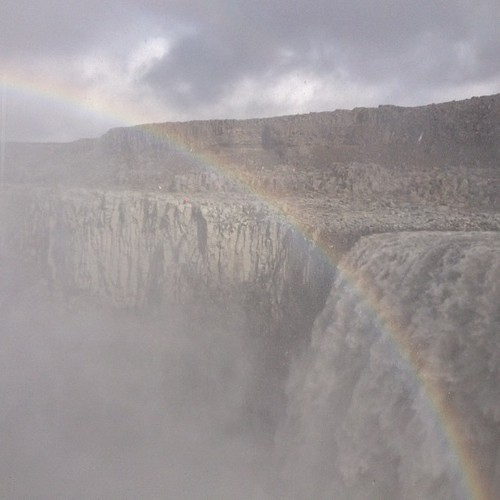 Dettifoss: una salvajada estar cerca de esto!! #iceland #islandia #tripiniceland #cascada #catarata #waterfall #arcoiris #rainbow