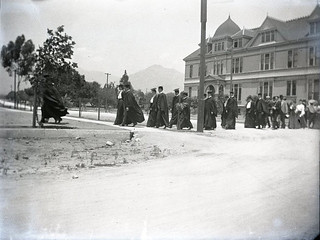 Ivy Day (1903) - Seniors proceed from Holmes Hall