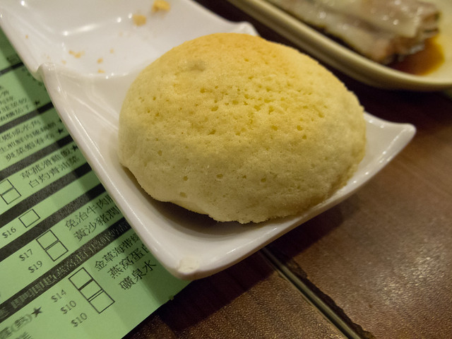Char siu baau (Barbeque pork bun) 叉燒包 / Tim Ho Wan, the Dim-Sum Specialists, Sham Shui Po 添好運點心專門店, 深水埗 / SML.20120820.G12.00088