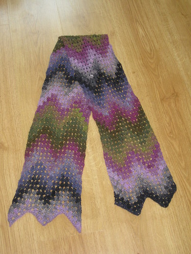 Granny scarf 001