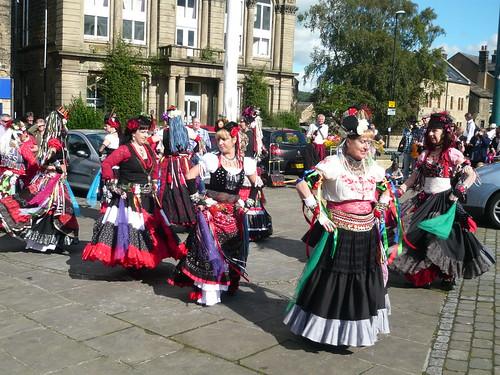 400 Roses Folk Dancing